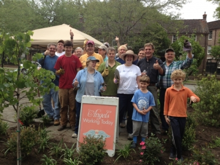 A beautiful spring Saturday in Charleston with our club members volunteering in the park.